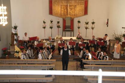 1. Orchester beim Konzert in der Kirche 2011